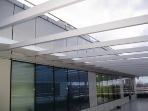 Навес на крыше офисного здания
